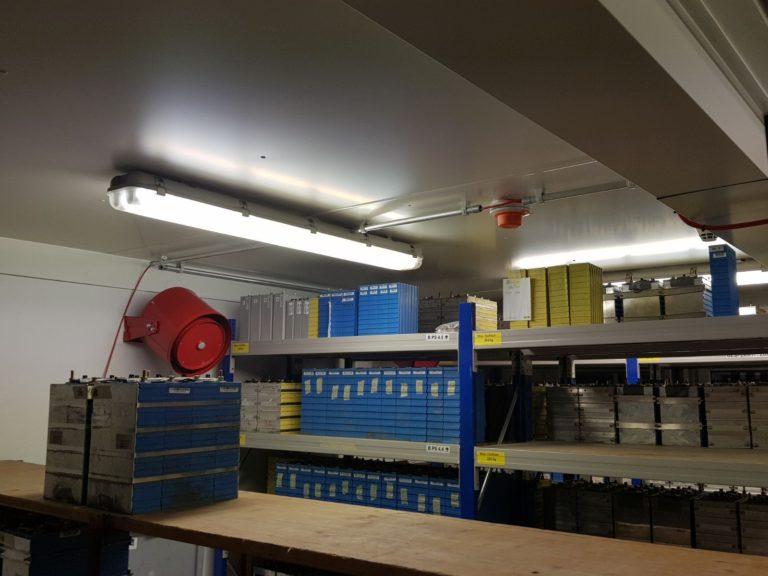 Brandbeveiliging en blussysteem voor lithium-ion batterijen